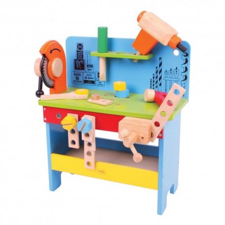 Drewniany warsztat majsterkowicza z narzędziami